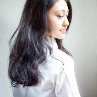 暗髪 ロング ナチュラル パーマ ヘアスタイルや髪型の写真・画像
