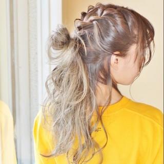 セミロング ウェーブ ストリート ヘアアレンジ ヘアスタイルや髪型の写真・画像