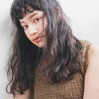 前髪パーマ パーマ ナチュラル アンニュイほつれヘア ヘアスタイルや髪型の写真・画像