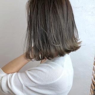 グレージュ ボブ ナチュラル オフィス ヘアスタイルや髪型の写真・画像