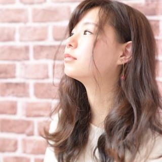 フェミニン ニュアンス セミロング ゆるふわ ヘアスタイルや髪型の写真・画像