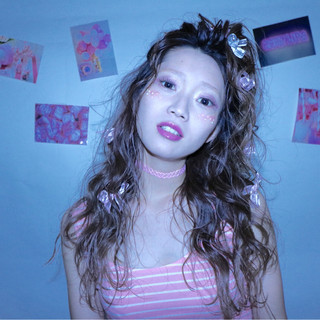 フェミニン レッド ヘアアレンジ ピンク ヘアスタイルや髪型の写真・画像