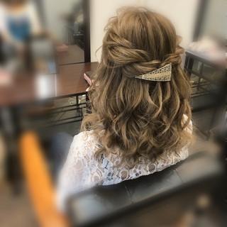 ルーズ フェミニン ミディアム ハーフアップ ヘアスタイルや髪型の写真・画像