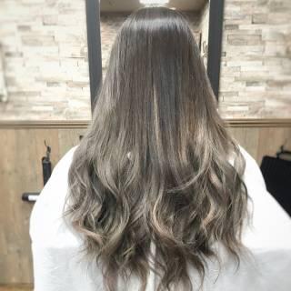 グレージュ 外国人風カラー シルバー ロング ヘアスタイルや髪型の写真・画像