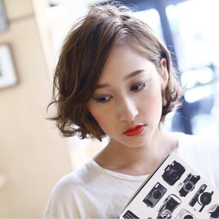 ナチュラル パーマ 大人女子 ニュアンス ヘアスタイルや髪型の写真・画像