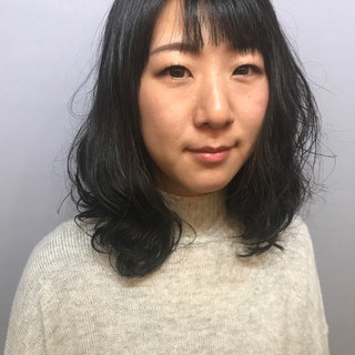 セミロング ウェーブ パーマ くせ毛風 ヘアスタイルや髪型の写真・画像