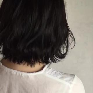 ナチュラル 波ウェーブ 黒髪 ゆるふわ ヘアスタイルや髪型の写真・画像