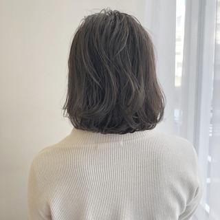 グレージュ 外ハネ ショートボブ ボブ ヘアスタイルや髪型の写真・画像