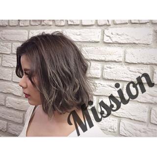 暗髪 ミディアム ハイライト グレージュ ヘアスタイルや髪型の写真・画像