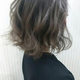 グレージュ ボブ フェミニン パーマ ヘアスタイルや髪型の写真・画像