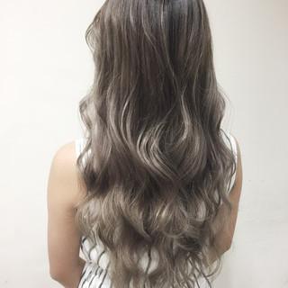 グラデーションカラー ハイライト ロング 外国人風 ヘアスタイルや髪型の写真・画像