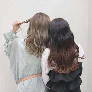 ミルクティーベージュ フェミニン ミルクティー バレイヤージュ ヘアスタイルや髪型の写真・画像