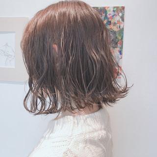 ベージュ アッシュベージュ ボブ アンニュイほつれヘア ヘアスタイルや髪型の写真・画像