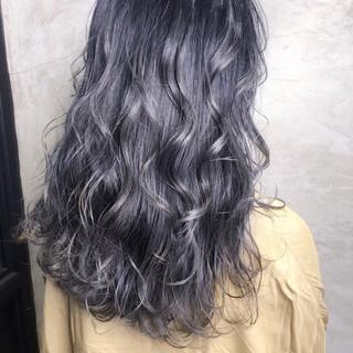 ナチュラル ダークグレー ダークアッシュ セミロング ヘアスタイルや髪型の写真・画像