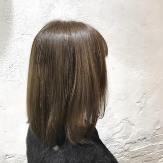切りっぱなしボブ ストリート アッシュベージュ ボブ ヘアスタイルや髪型の写真・画像
