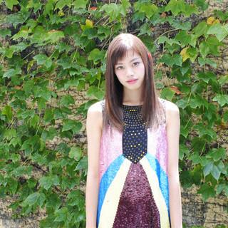 アッシュ 大人かわいい ロング 外国人風 ヘアスタイルや髪型の写真・画像