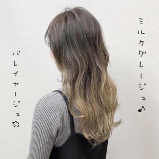 バレイヤージュ ミルクティー ガーリー ミルクティーベージュ ヘアスタイルや髪型の写真・画像