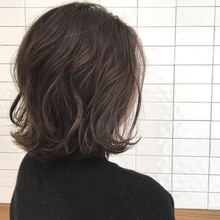 アッシュ 切りっぱなし グレージュ ナチュラル ヘアスタイルや髪型の写真・画像