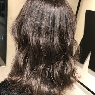 グレージュ ミディアム ラベンダーアッシュ 透明感 ヘアスタイルや髪型の写真・画像