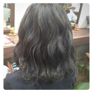ガーリー フェミニン ミディアム アッシュ ヘアスタイルや髪型の写真・画像