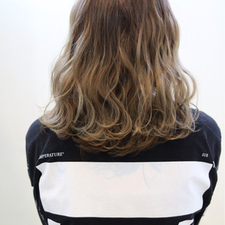 外国人風カラー 艶髪 ストリート ミディアム ヘアスタイルや髪型の写真・画像