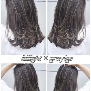 ハイライト セミロング グレージュ 透明感 ヘアスタイルや髪型の写真・画像