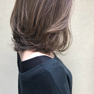 インナーカラー 大人ハイライト ナチュラル 切りっぱなしボブ ヘアスタイルや髪型の写真・画像