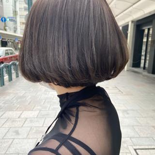 アッシュベージュ ブリーチカラー ナチュラル ベージュ ヘアスタイルや髪型の写真・画像
