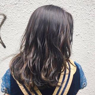 ストリート レイヤーカット ゆるふわパーマ コテ巻き風パーマ ヘアスタイルや髪型の写真・画像