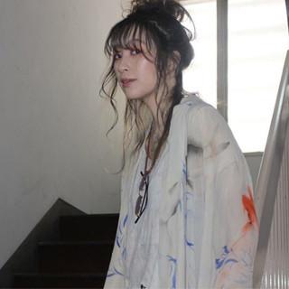 ヘアアレンジ ウェーブ ストリート セミロング ヘアスタイルや髪型の写真・画像