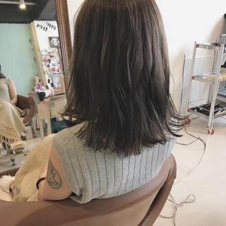 ミディアム アンニュイ ハイライト ナチュラル ヘアスタイルや髪型の写真・画像