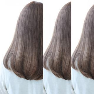 アッシュ ロング ナチュラル フェミニン ヘアスタイルや髪型の写真・画像
