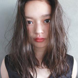 暗髪 セミロング くせ毛風 ストリート ヘアスタイルや髪型の写真・画像