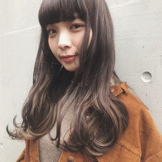 ロング ブリーチオンカラー ラベンダーアッシュ ナチュラル ヘアスタイルや髪型の写真・画像