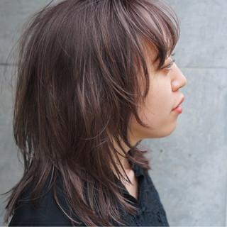 外ハネ ミディアム ショート ウルフカット ヘアスタイルや髪型の写真・画像