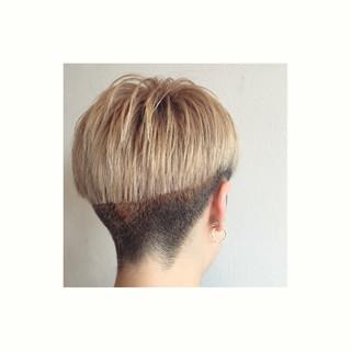刈り上げ ベリーショート グラデーションカラー 坊主 ヘアスタイルや髪型の写真・画像