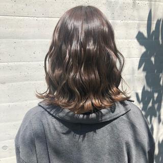 ゆるウェーブ ミディアム グラデーション 波ウェーブ ヘアスタイルや髪型の写真・画像