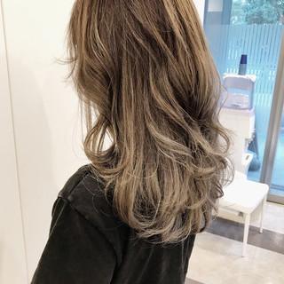 ウェーブ 外国人風カラー ゆるふわ ハイライト ヘアスタイルや髪型の写真・画像