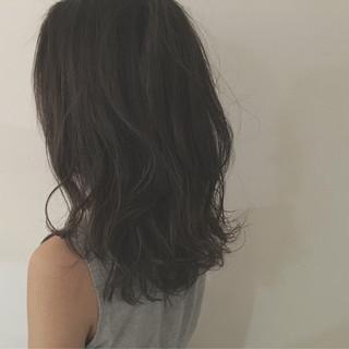 暗髪 グレージュ ストリート セミロング ヘアスタイルや髪型の写真・画像