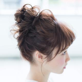ミディアム お団子 お団子アレンジ 簡単ヘアアレンジ ヘアスタイルや髪型の写真・画像