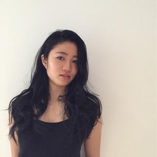 大人かわいい ブルーブラック モード 外国人風 ヘアスタイルや髪型の写真・画像