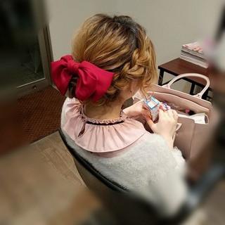 ガーリー アップスタイル ミディアム 編み込み ヘアスタイルや髪型の写真・画像