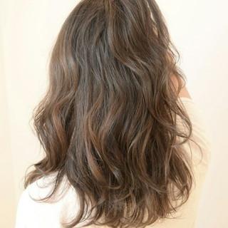 パープル ハイライト ストリート 暗髪 ヘアスタイルや髪型の写真・画像