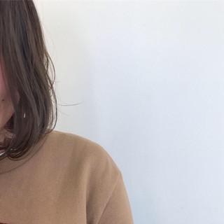 簡単ヘアアレンジ オフィス ミディアム アンニュイほつれヘア ヘアスタイルや髪型の写真・画像