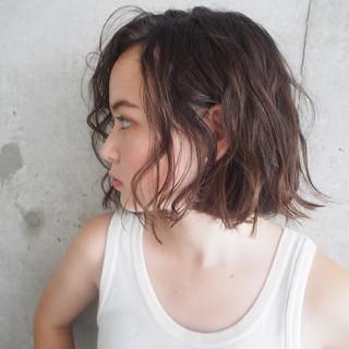 ナチュラル ウェーブ アンニュイ アッシュグレージュ ヘアスタイルや髪型の写真・画像
