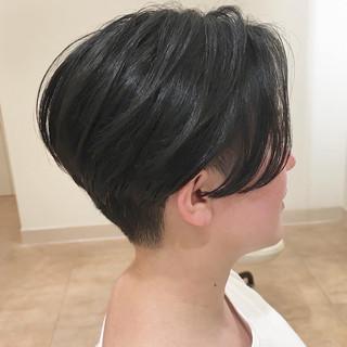 ベリーショート ナチュラル 刈り上げ 耳かけ ヘアスタイルや髪型の写真・画像