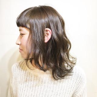 色気 ミルクティー アッシュ フリンジバング ヘアスタイルや髪型の写真・画像