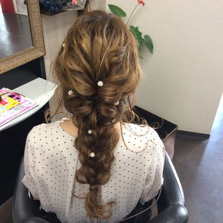 編み込みヘア ロング 結婚式 ナチュラル ヘアスタイルや髪型の写真・画像