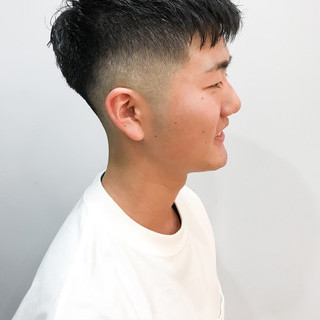 ストリート フェードカット メンズカット メンズ ヘアスタイルや髪型の写真・画像