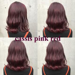 ミディアム ストリート ピンク レッド ヘアスタイルや髪型の写真・画像
